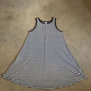 Black/white sleeveless Old Navy swing dress